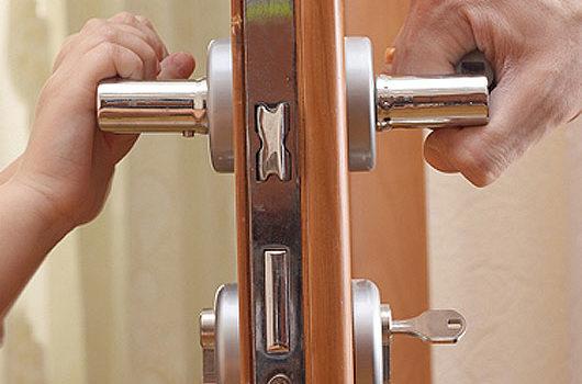 Замена дверных ручек в Минске